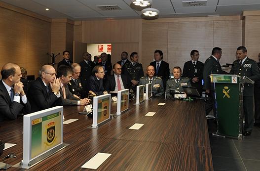 Il ministro alfano visita cecorvigmar infoitaliaspagna for Foto del ministro del interior