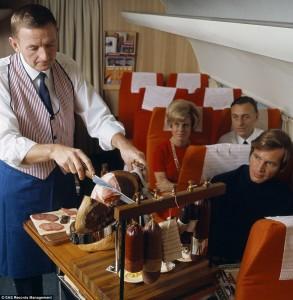 Passeggeri fra gli anni '50 e '80, serviti a bordo della Scandinavian Airlines