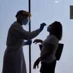 M_195144_un-enfermero-de-urgencias-del-061-realiza-los-test